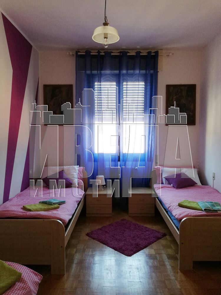 Четиристаен апартамент до езерото Гарда ( Италия, област Ломбардия )