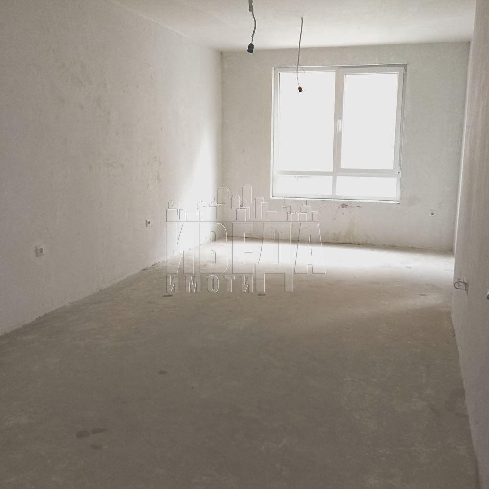 Двустаен, южен апартамент Възраждане 1!!!